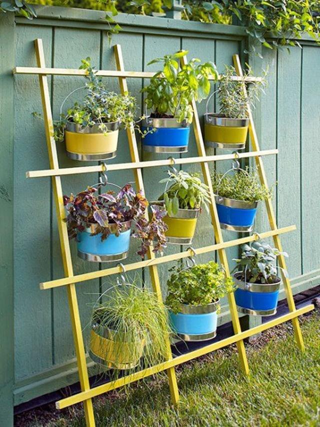 20 DIY Space Saving Vertical Garden Projects-Trellis Vertical Container Garden
