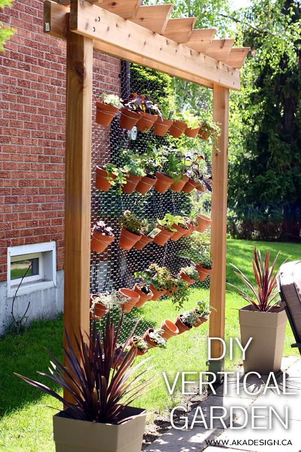 Hex Wire Vertical Garden Wall Tutorial - DIY Space Saving Vertical #Garden Projects Picture #Instructions