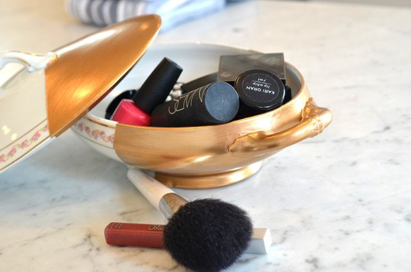 20 Makeup Organization & Storage DIY Ideas For Small Spaces