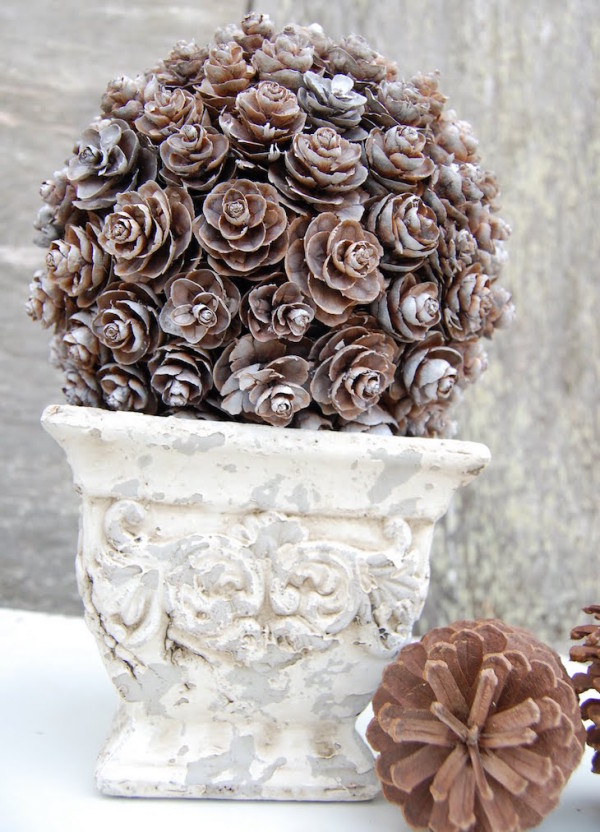 20 Beautiful DIY Pinecone Craft Projects For Christmas Decoration