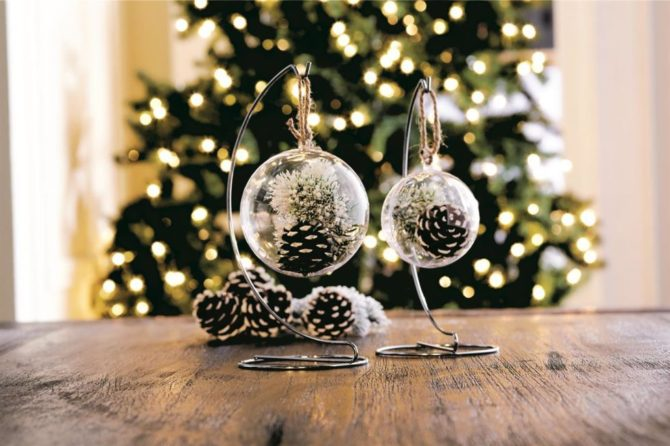 Pinecone Snap Ornaments-20 Beautiful DIY Pinecone Craft Projects For Christmas Decoration