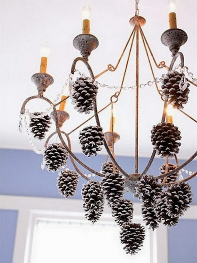 White-tip Pinecone Chandelier -20 Beautiful DIY Pinecone Craft Projects For Christmas Decoration