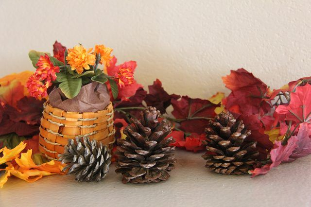 Scented Cinnamon Pinecones-20 Beautiful DIY Pinecone Craft Projects For Christmas Decoration