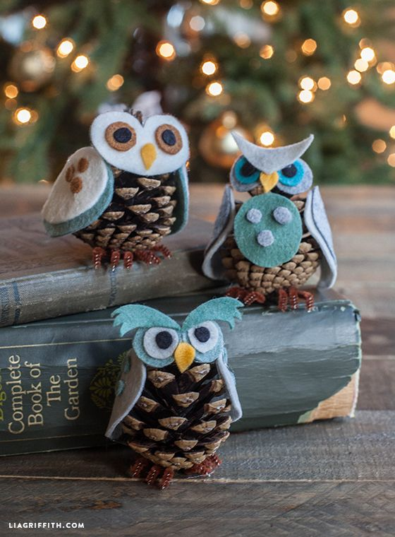 Felt Pinecone Owl -20 Beautiful DIY Pinecone Craft Projects For Christmas Decoration