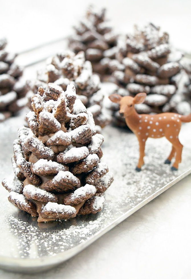 Easy Snowy Chocolate Pinecones-20 Beautiful DIY Pinecone Craft Projects For Christmas Decoration
