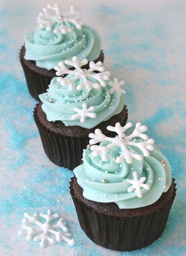 Snowflake Cupcakes-50 Most Creative Cupcake Ideas to Surprise Any Dessert Lover