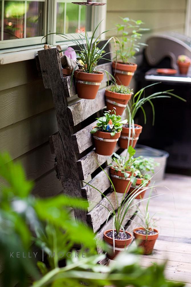 Hanging Clay Pot Pallet Planter-Pallet Gardening Ideas-DIYHowto Create A Pallet Garden