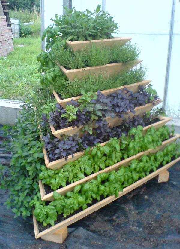 Diyhowto diy vertical pyramid tower garden planter 08 for Vertical garden tower