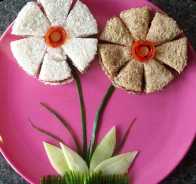DIY Flower Sandwich-15 Fun Sandwich Ideas for Kids