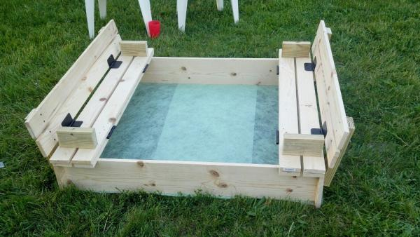 Diy sandbox with bench cover diy sandbox projects diyhowto for Sandbox with built in seats plans