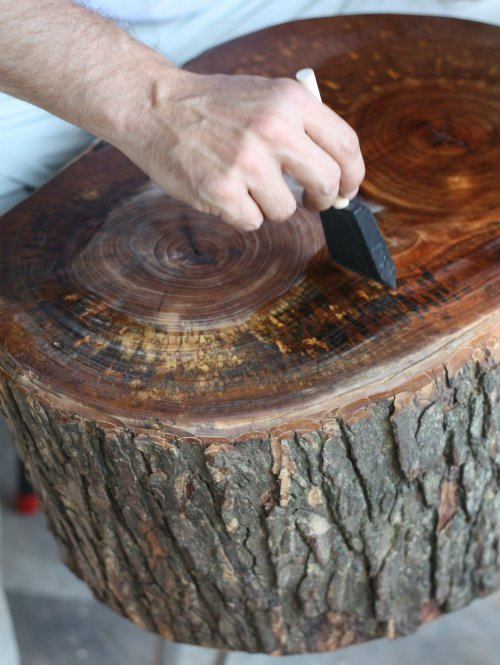 DIY Satin Coated Stump Table Instructions - Raw Wood Logs and Stumps DIY Ideas Projects
