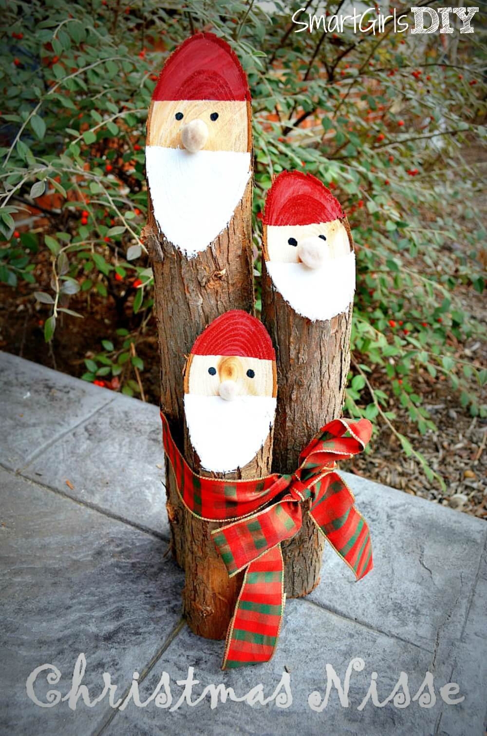 DIY ChristmasSantaLog Decoration Instructions - Raw Wood Logs and Stumps DIY Ideas Projects