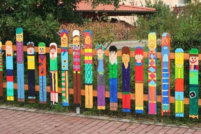 Cartoon Painting Garden Fence Decor 20 Backyard Fence Decoration Makeover  DIY Ideas