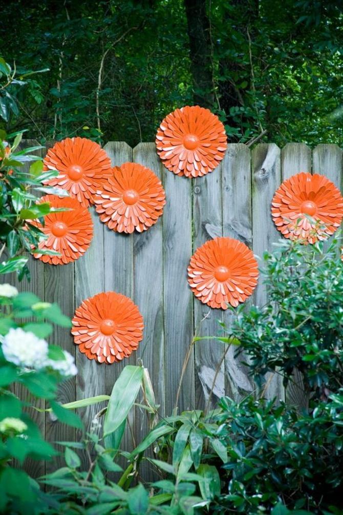 DIY Metal Flower Garden Fence Decor-20 Fence Decoration Makeover DIY Ideas