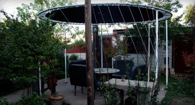 Superbe DIY Recycled Trampoline Patio Awning 8 Top Trampoline Hacks