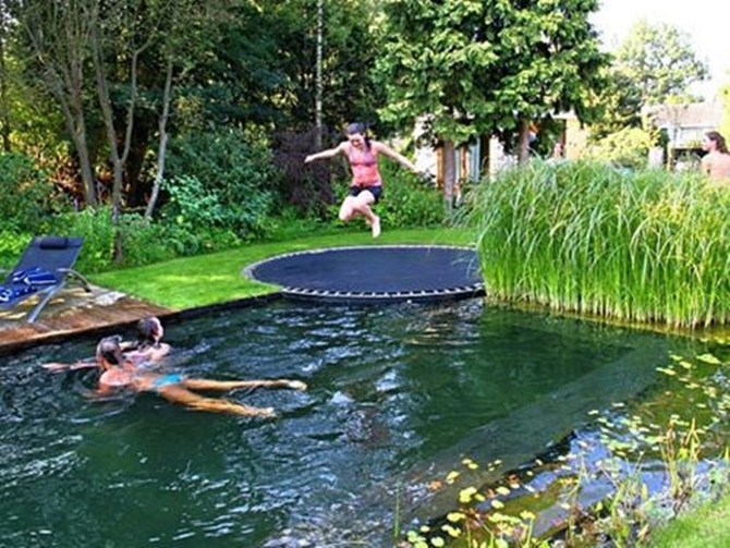 DIY Trampoline Pool Springs-8 Top Trampoline Hacks