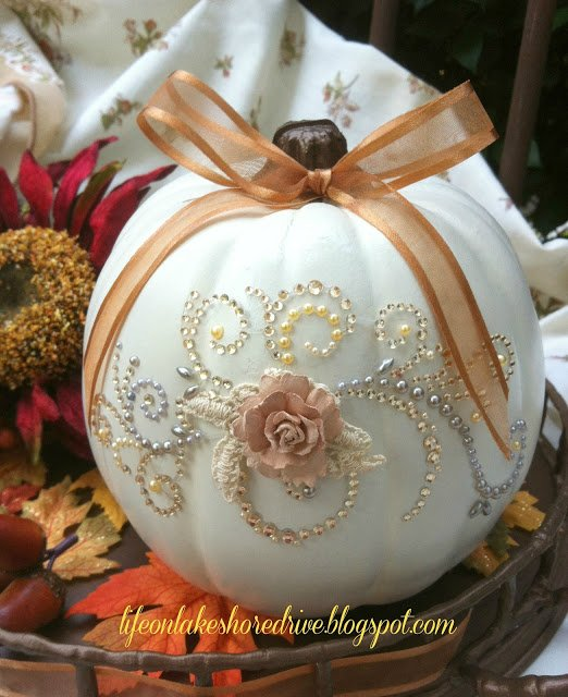 DIY Glitz & Glitter Pumpkin -16 No Carve Pumpkin DIY Ideas