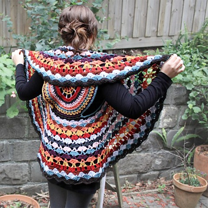 DIY Crochet Dreamcatcher Circle Vest Top Free Pattern-Crochet Circular Vest Sweater Jacket Pattern