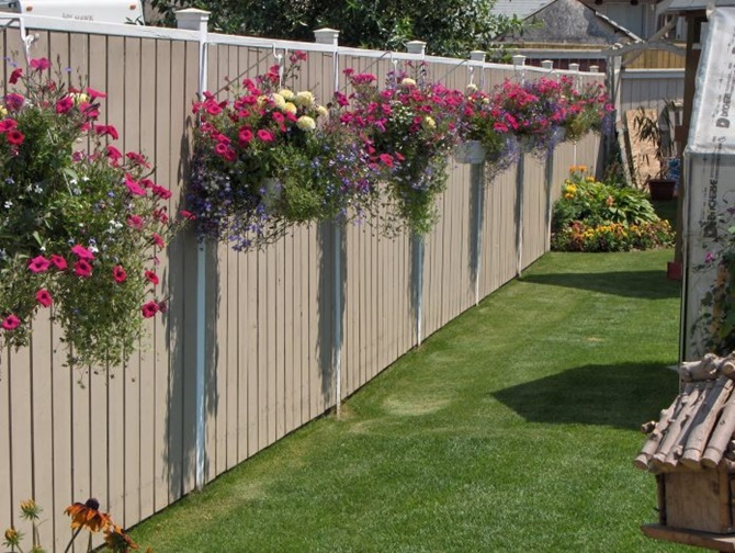 Hanging Flower Basket Garden Fence Decor-20 Backyard Fence Decoration Makeover DIY Ideas