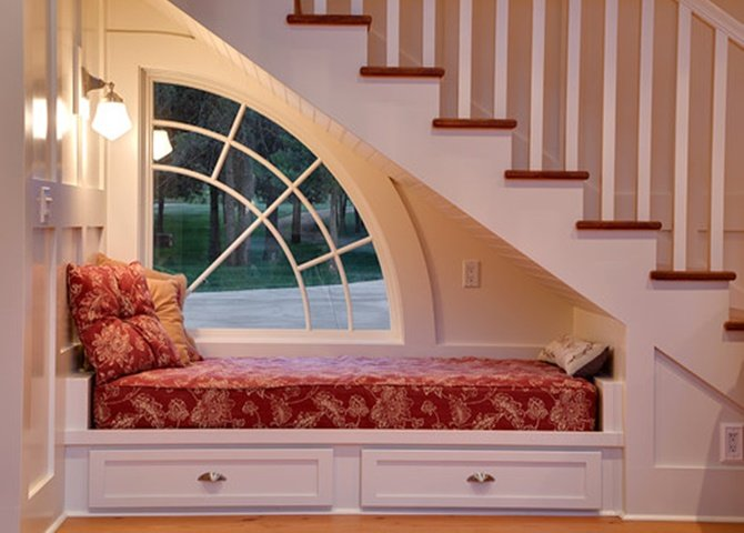 Under the Stairs Bedroom -20 Build-In Ideas to Use Space Under Stairs
