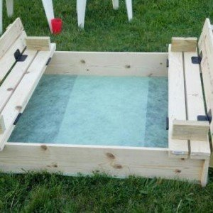 DIY Sandbox with Bench Cover-DIY Sandbox Projects (Video)