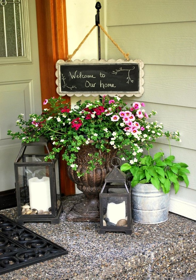 Front Porch Welcome Board with Flower Pot-20 DIY Porch Decorating Ideas Projects